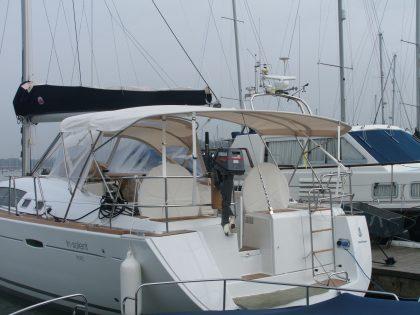 Beneteau Oceanis 46 bimini, with optional zipped aft extension