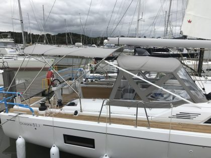 Beneteau Oceanis 51.1, model with NO ARCH, Bimini and zipped Sprayhood Connector right side view 2