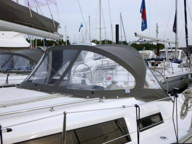 Bavaria Cruiser 33, 2013 Sprayhood