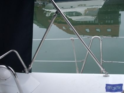 beneteau 42 cc cockpit enclosure fitted to factory supplied sprayhood 1