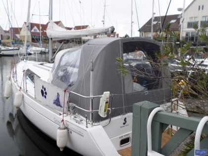 beneteau oceanis 37 cockpit enclosure fitted to factory supplied sprayhood 2