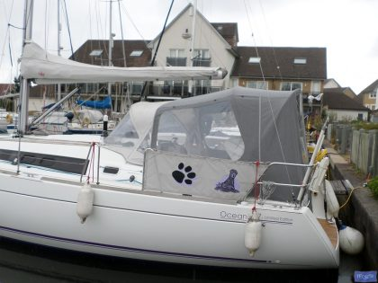 beneteau oceanis 37 cockpit enclosure fitted to factory supplied sprayhood 4