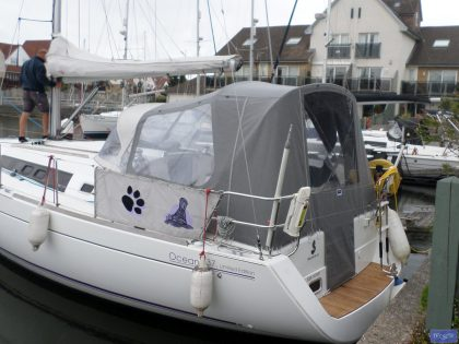 beneteau oceanis 37 cockpit enclosure fitted to factory supplied sprayhood 5