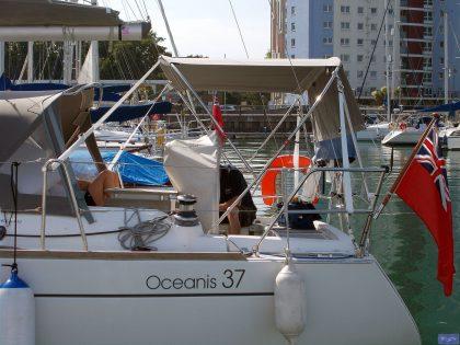beneteau oceanis 37 helm bimini 1 (1)