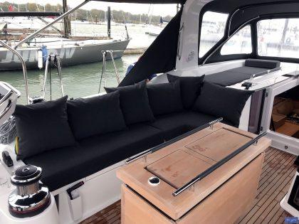 beneteau oceanis 551 cockpit cushions companionway sunbathing matresses 1
