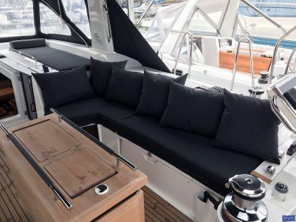 beneteau oceanis 551 cockpit cushions companionway sunbathing matresses 2