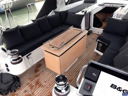 beneteau oceanis 551 cockpit cushions companionway sunbathing matresses 3