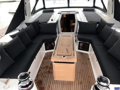 beneteau oceanis 551 cockpit cushions companionway sunbathing matresses 4
