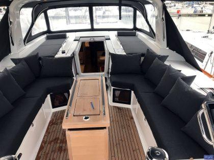 beneteau oceanis 551 cockpit cushions companionway sunbathing matresses 5