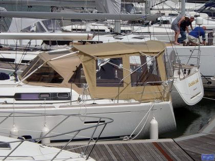 dufour 405 bimini conversion fitted to tecsew bimini and factory sprayhood 1
