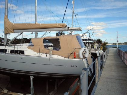 hanse 375 cockpit enclosure fitted to recover for factory fit sprayhood 1