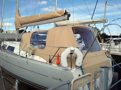 hanse 375 cockpit enclosure fitted to recover for factory fit sprayhood 2