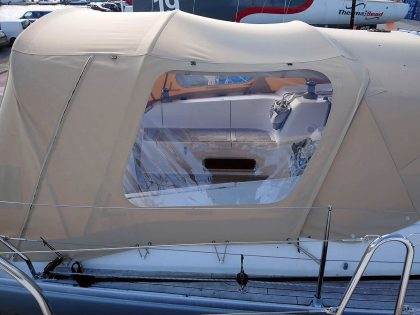 hanse 375 cockpit enclosure fitted to recover for factory fit sprayhood 3