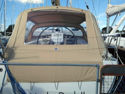 hanse 375 cockpit enclosure fitted to recover for factory fit sprayhood 5
