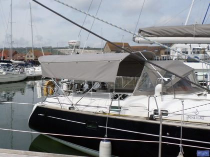 Beneteau 50, prior 2006 model, Bimini extending aft of backstays and optional side shade panels_1