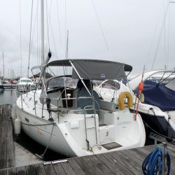Beneteau Oceanis 331 Bimini, LACEWING_2