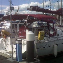 Beneteau Oceanis 361, 4 bar bimini extended aft of backstays_2