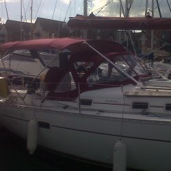 Beneteau Oceanis 361, 4 bar bimini extended aft of backstays_3