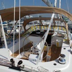 Discovery 435 Bimini with solar panel pockets_4