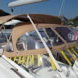 Discovery 435 Bimini with solar panel pockets_6
