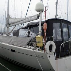 Hanse 470e Bimini shown with Bimini Conversion and connection roof panel to Sprayhood