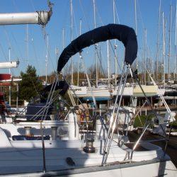 Jeanneau Sun Odyssey 40 Bimini, extends aft of the backstays_5