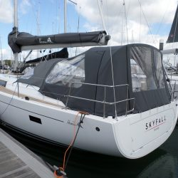 Hanse 455 Cockpit Enclosure fitted to factory fit Sprayhood_2