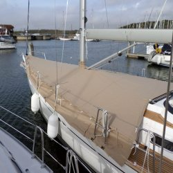 XC42 Foredeck Cover with skirt_2
