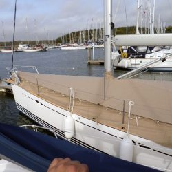 XC42 Foredeck Cover with skirt_3