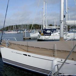 XC42 Foredeck Cover with skirt_5