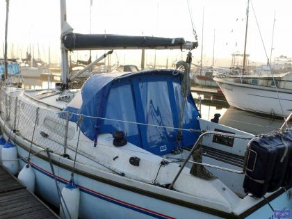 Sadler 29 Sprayhood Back Drop fitted with internal roll up window blinds_1