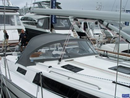 Bavaria Cruiser 41, 2013 Sprayhood_1