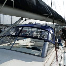 Beneteau 57 Sprayhood, Note reinforcing on roof is optional extra and works in conjunction with optional roof bars_1