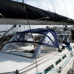 Beneteau 57 Sprayhood, Note reinforcing on roof is optional extra and works in conjunction with optional roof bars_3