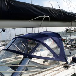Beneteau 57 Sprayhood, Note reinforcing on roof is optional extra and works in conjunction with optional roof bars_4