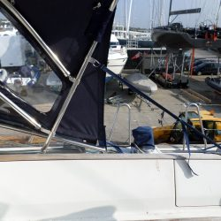 Beneteau 57 Sprayhood, Note reinforcing on roof is optional extra and works in conjunction with optional roof bars_5