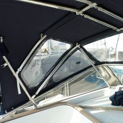 Beneteau 57 Sprayhood, showing optional roof bars and support struts_9