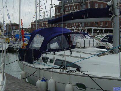 jeanneau sun odyssey 32 cockpit enclosure fitted to tecsew sprayhood 3