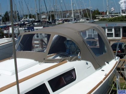 jeanneau sun odyssey 33i cockpit enclosure fitted to standard sprayhood 3