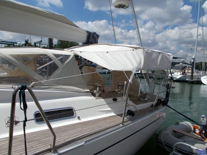 sweden 54 helm bimini with sprayhood connector and side shade panels 4