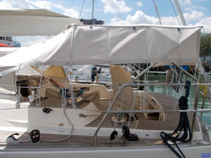sweden 54 helm bimini with sprayhood connector and side shade panels 5