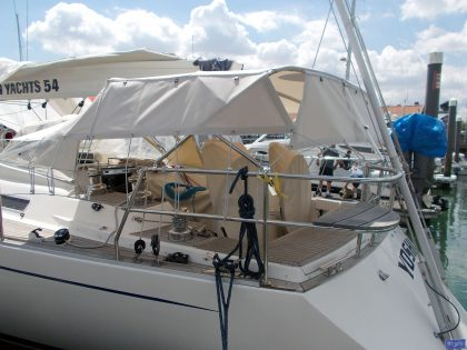 sweden 54 helm bimini with sprayhood connector and side shade panels 6