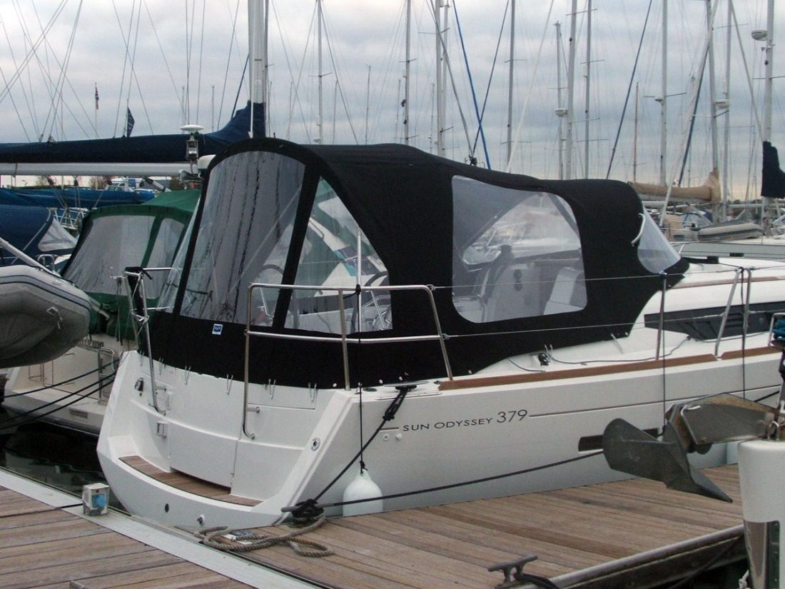 jeanneau sun odyssey 379 cockpit enclosure fitted to tecsew sprayhood with optional extra windows 1 20121109 1951118953