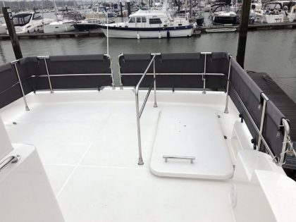 Beneteau Swift Trawler 47 Flybridge Dodgers 1