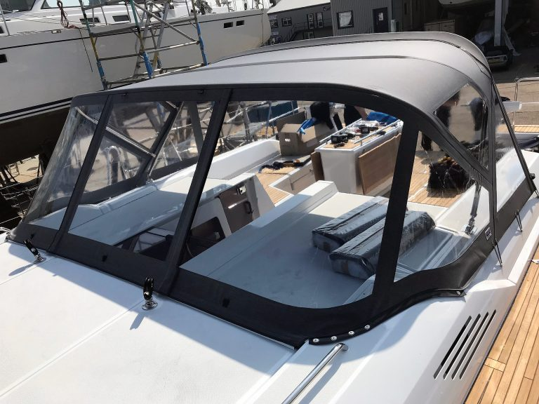 Beneteau Oceanis 51.1, model with NO ARCH, Sprayhood conventional design with NO zipped removable sides