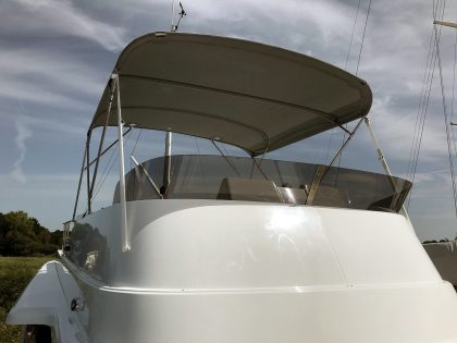 Beneteau Swift Trawler ST 44 Flybridge Bimini front 1