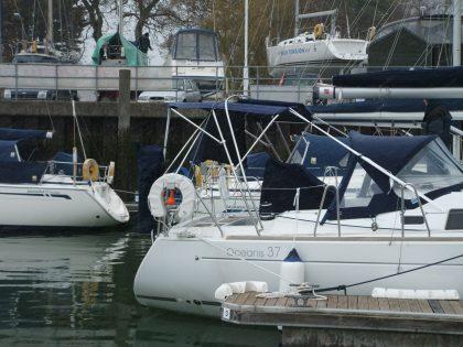 Beneteau Oceanis 37 Bimini with fwd extension